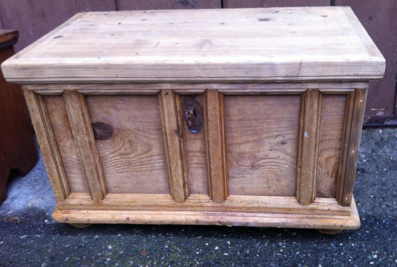 miniaturtruhe barock bock antik. Black Bedroom Furniture Sets. Home Design Ideas